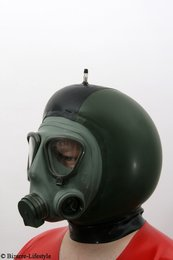 Yugoslav M2 gas mask with hood and inflatable